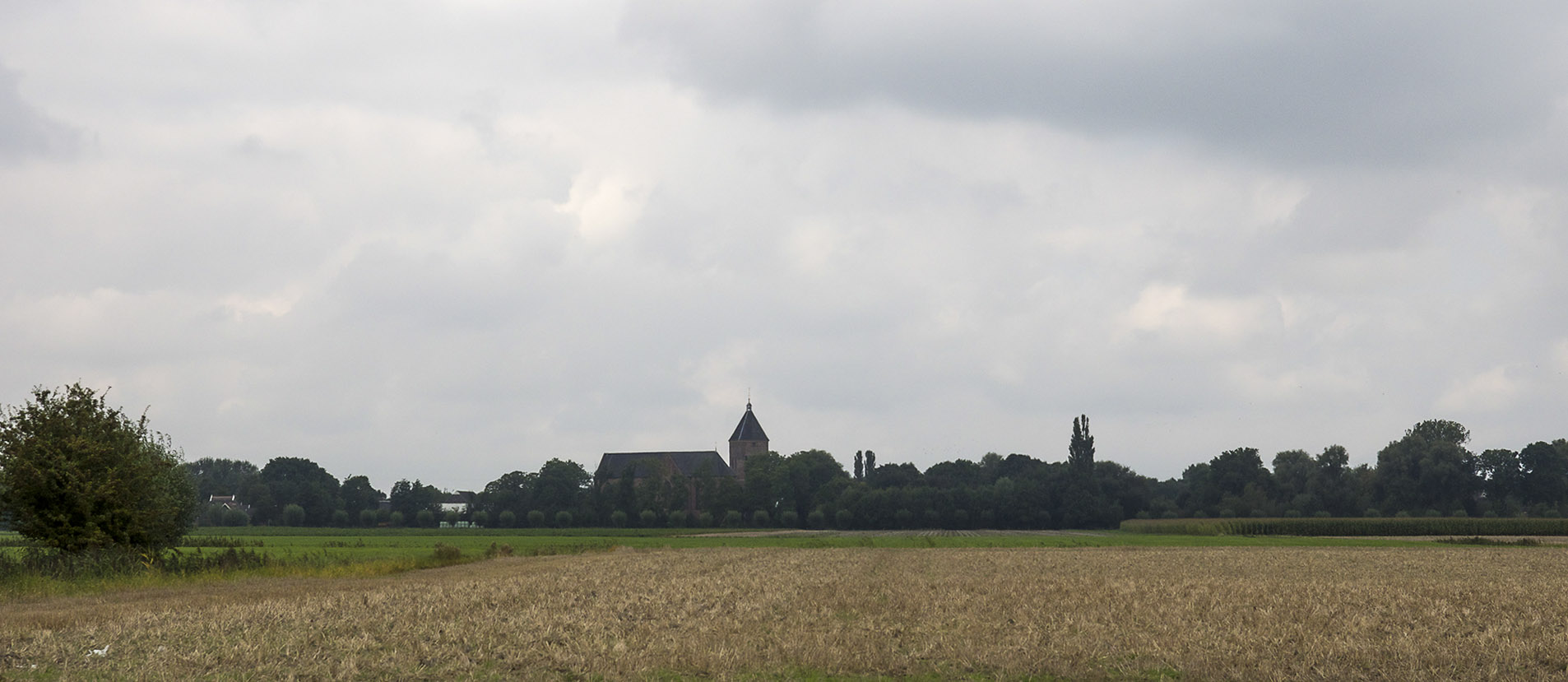 kerk in landschap